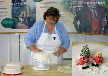 EzineArticles - Discover Easy Ways to Decorate Your Christmas Cake